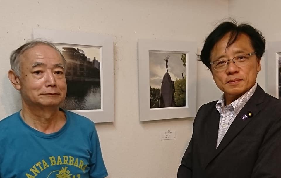 http://www.inoue-satoshi.com/diary/%E5%B0%8F%E5%93%81%E5%B1%95.jpg