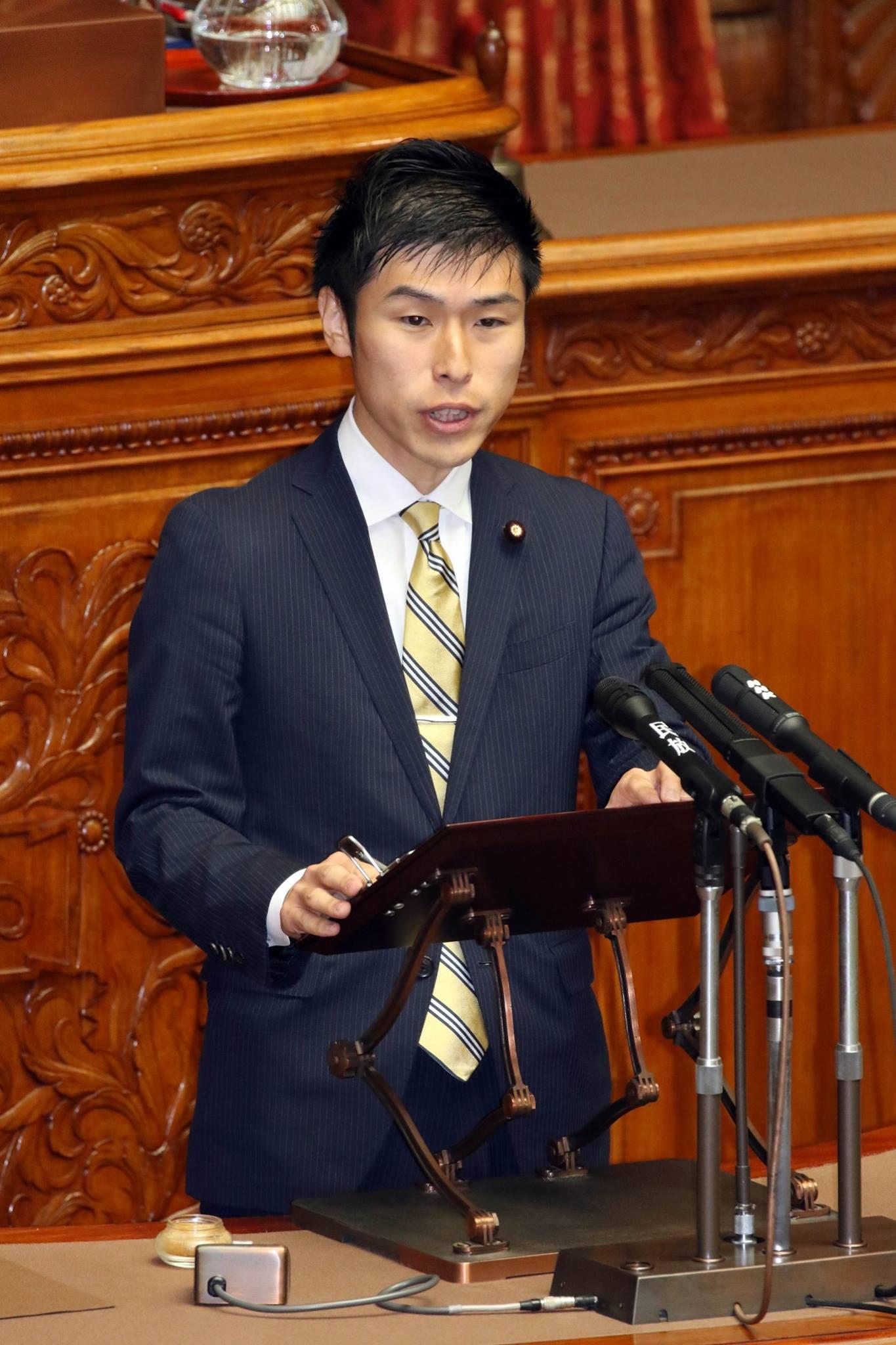 http://www.inoue-satoshi.com/diary/%E5%B1%B1%E6%B7%BB%E8%AD%B0%E5%93%A1.jpg