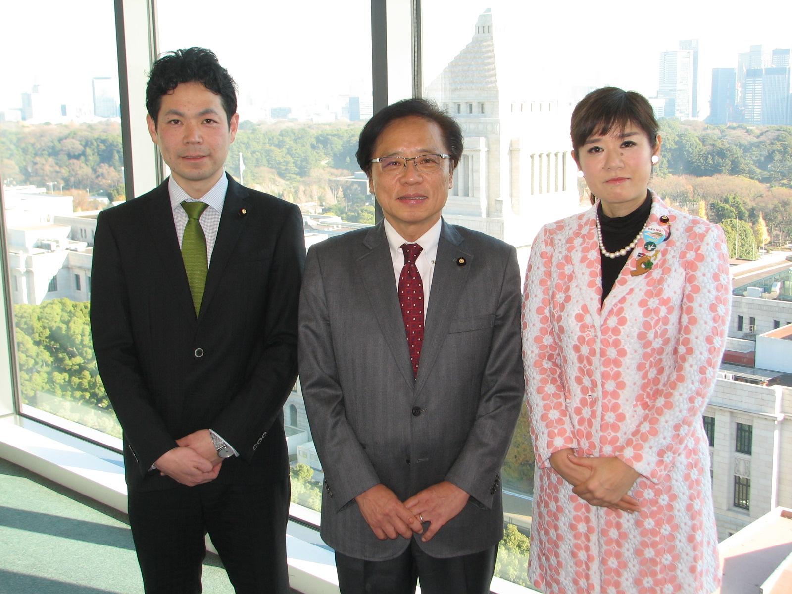 http://www.inoue-satoshi.com/diary/%E5%B2%90%E9%98%9C%E6%B0%91%E5%A0%B1.JPG