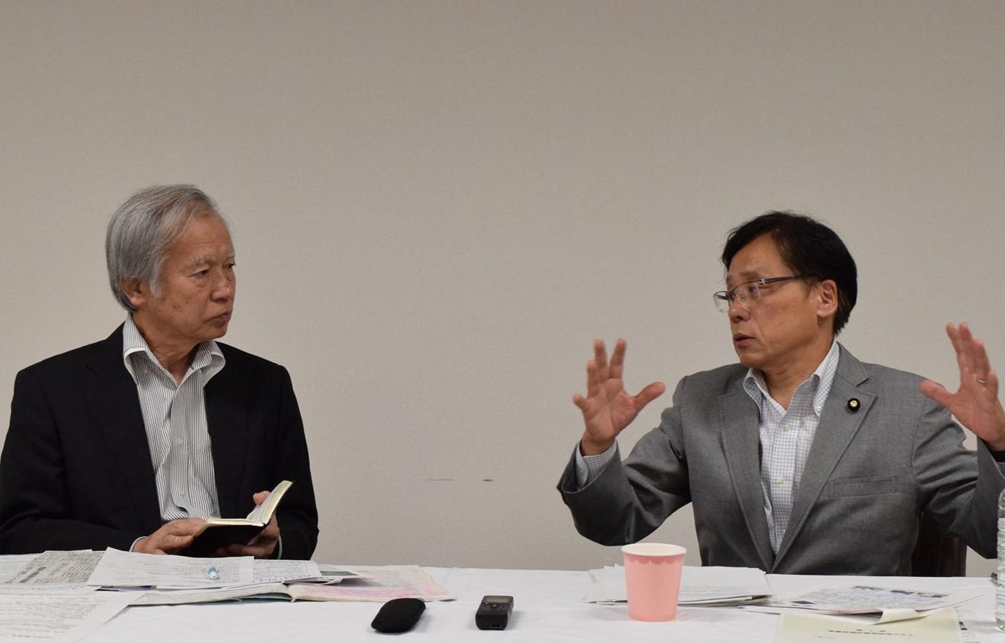 http://www.inoue-satoshi.com/diary/%E6%B1%A0%E4%BD%8F%E5%AF%BE%E8%AB%87.jpg