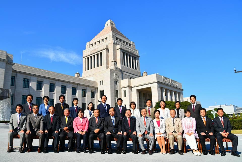 http://www.inoue-satoshi.com/diary/17%E7%B7%8F%E9%81%B8%E6%8C%99%E8%AD%B0%E5%93%A1%E5%9B%A3.jpg