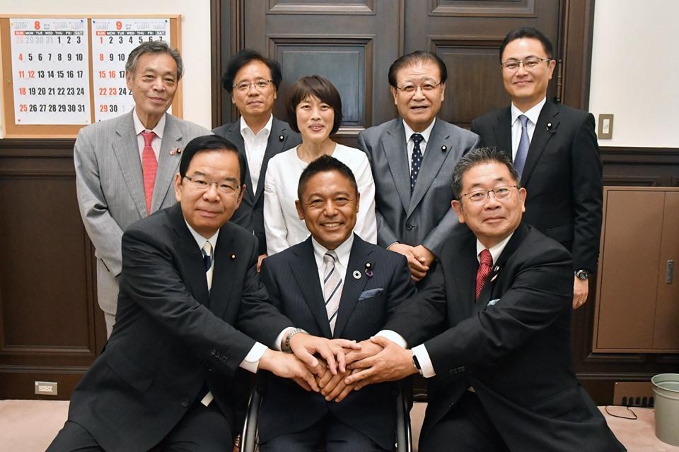 http://www.inoue-satoshi.com/diary/19%E5%B2%A9%E6%89%8B%E7%B5%B1%E4%B8%80.jpg